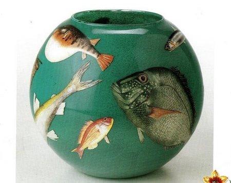 Decora una boccia per i pesci in decoupage