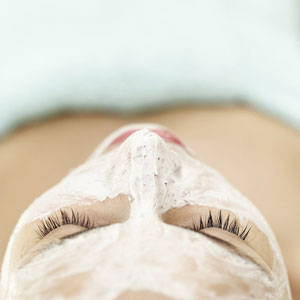 Maschera fai da te per nutrire la pelle fino in fondo