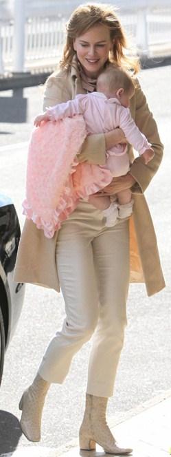 Nicole Kidman, mamma incantevole ma sempre griffata: eccola con gli stivali Marc Jacobs
