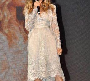 Sarah Jessica Parker sceglie ancora Elie Saab e Alexander McQueen per un look più romantico