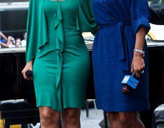 Alicia Keys completa un outfit verde smeraldo con sandali Jimmy Choo