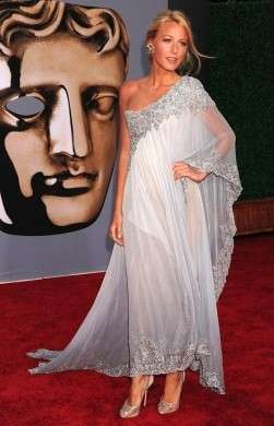 "Blake Lively in Marchesa e  Christian Louboutin per il ""BAFTA Brits To Watch"", incantevole!"