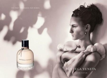 L'adv del profumo Bottega Veneta con Nine D'Urso, la figlia di Ines De La Fressange