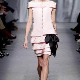 L'abito Chanel couture rosa confetto sta meglio a Diane Kruger o a Charlotte Casiraghi?