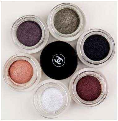 In autunno occhi in primo piano con gli ombretti Long Wear Luminous Eyeshadow di Chanel