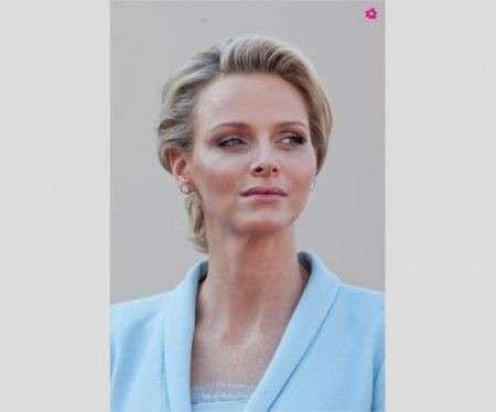 Charlene in Chanel color cielo, per unirsi al principe Alberto nel matrimonio civile