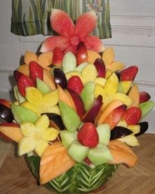 Realizza un centrotavola estivo con la frutta
