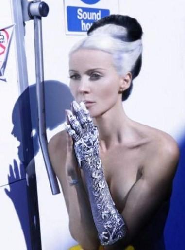 """Il guanto più prezioso è """"Contra Mundum"""" by Daphne Guinness, tempestato di diamanti!"""