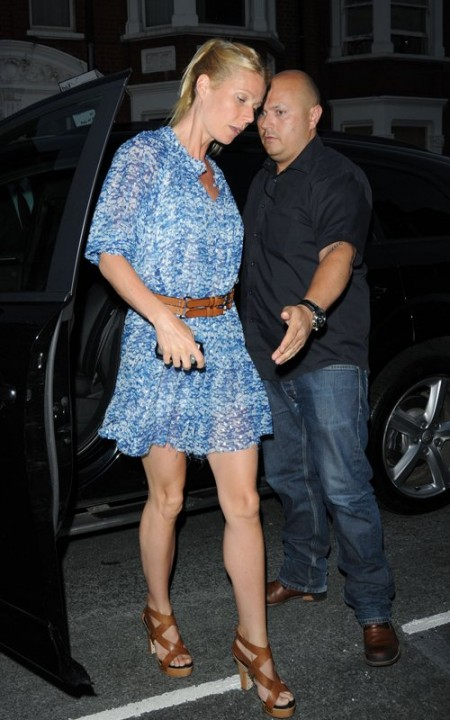 Gwyneth Paltrow con minidress Isabel Marant e scarpe Givenchy, bellissima!