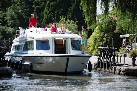 Organizza una vacanza in una casa galleggiante
