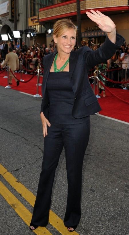 """Julia Roberts con un tailleur Gucci alla premiere di """"Larry Crowne"""""""