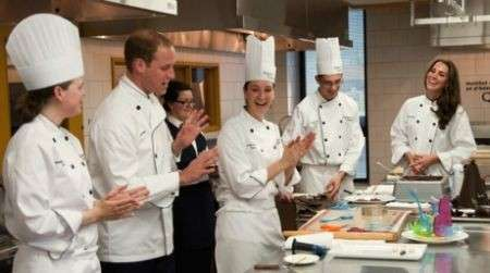 Kate e William in Canada cucinando