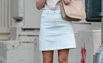 Kirsten Dunst con la Valentino Rock Stud in cipria, elegante e chic