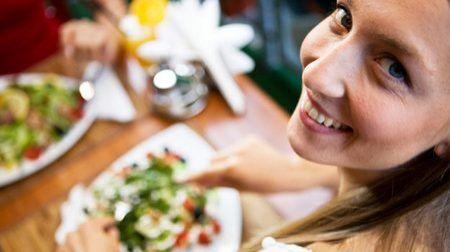 Una dieta semplice da seguire è il modo migliore per perdere peso