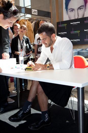 Ancora una gonna per Marc Jacobs all'incontro con i fan a Berlino… una nuova moda?