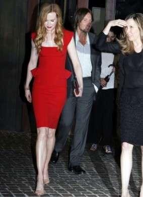 Nicole Kidman in abito rosso Elie Saab e sandali Jimmy Choo, favolosa!