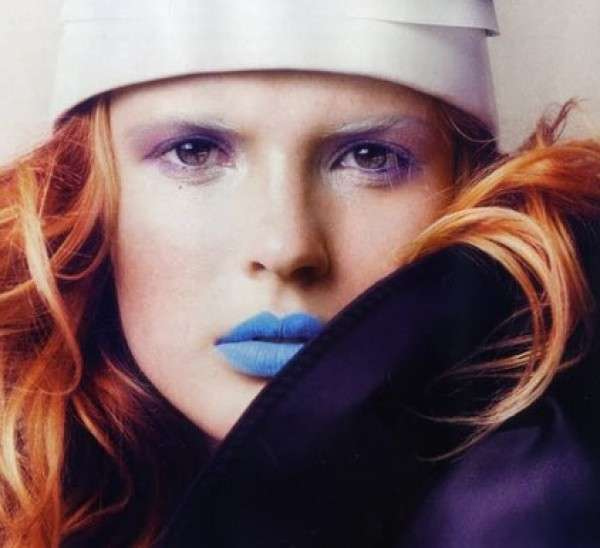 Tendenze make up estate: il gloss labbra azzurro [FOTO]