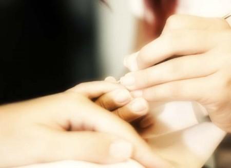 Per le unghie fragili, ecco tutti i rimedi che funzionano davvero