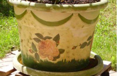 Come rinnovare un vecchio vaso di terracotta