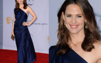 Jennifer Garner con un abito blu notte di Yves Saint Laurent, una dea!