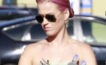 Ancora un nuovo look per Katy Perry: ora ha i capelli rosa!