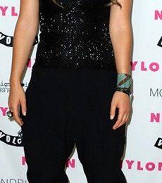 Olivia Wilde sceglie gli ankle boots Paola di Christian Louboutin, grintosa!