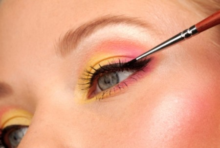 Ecco come applicare l'eyeliner in gel senza sbavature