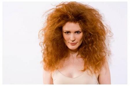 I consigli per gestire i capelli ricci e crespi