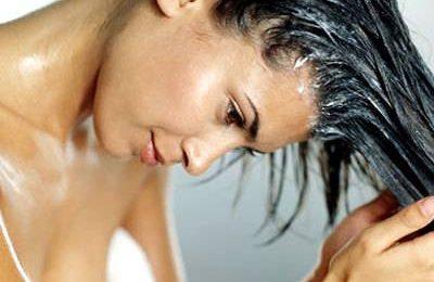 Prendersi cura dei capelli con lo scrub allo zucchero, eccezionale dopo il mare!