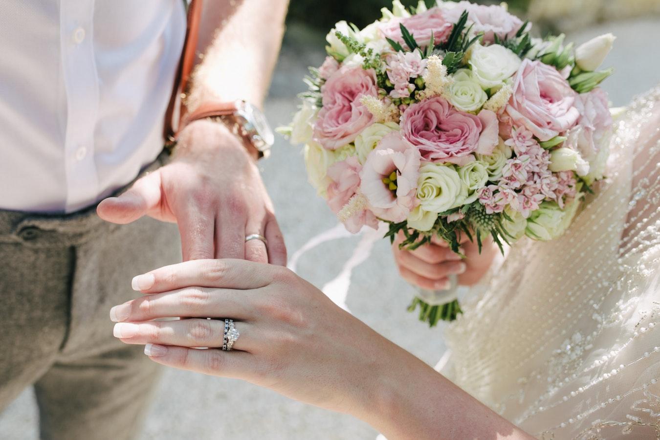 Le frasi di matrimonio dei poeti più famosi per celebrare il grande giorno