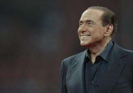 La dieta di Silvio Berlusconi: perde 4 kili con le tisane, ecco le foto