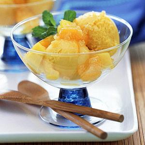 La fresca ricetta light del sorbetto ananas e menta