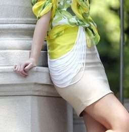 Leighton Meester sul set di Gossip Girl veste Moschino Cheap & Chic e Loeffler Randall