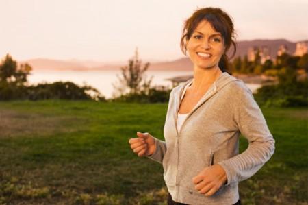"""Gli scienziati decretano: meglio """"allodole"""" che """"gufi"""". I mattinieri sono più sani e più felici"""