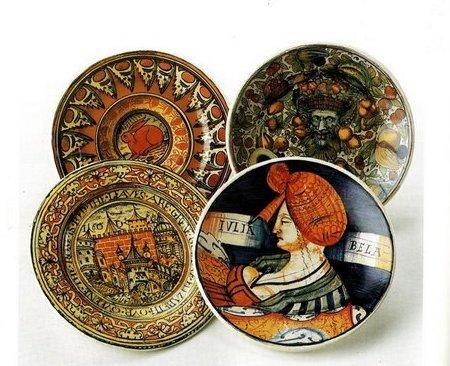 Decora dei piatti in arte umbra con il decoupage