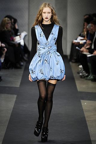 L'abito frou frou di Proenza Schouler sta meglio a Sarah Jessica Parker o ad Alexa Chung?