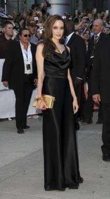 """Angelina Jolie veste Vivienne Westwood e Louis Vuitton alla presentazione di """"Moneyball"""""""