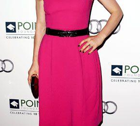 Le star adorano i minidress rosa shocking! Anna Paquin sceglie un modello Prabal Gurung