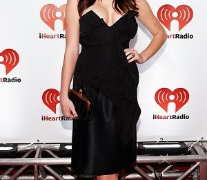 Ashley Greene in Vivienne Westwood agli iHeartRadio Music Festival, sensuale e dark!
