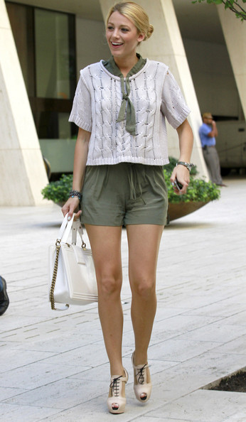 Gli accessori preferiti da Blake Lively? Chanel e Louboutin anche sul set di Gossip Girl!
