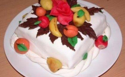 Come si prepara la pasta di mandorle per decorare le torte