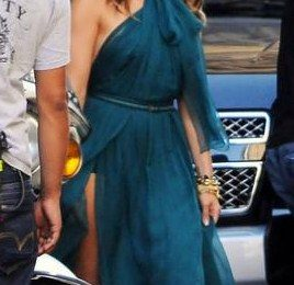 Jennifer Lopez veste Gucci per lo spot della Gucci Fiat 500