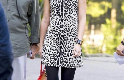 Leighton Meester in Dolce & Gabbana e Phillip Lim sul set di Gossip Girl