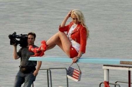 Lindsay Lohan è la nuova musa di Philip Plein, ecco le foto del backstage della campagna pubblicitaria