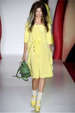 Colorata e sbarazzina, è la donna di Mulberry presentata alla London Fashion Week P/E 2012