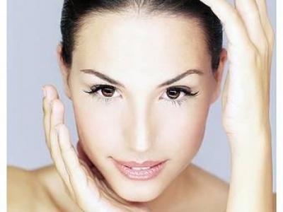 Grazie all'olio di mimosa la pelle del vostro viso risplenderà come non mai!