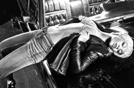 Rihanna seducente e magnetica per la linea underwear di Emporio Armani