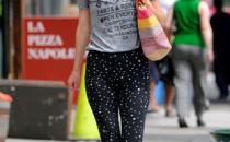 Rose Byrne e i pantaloni con le stelline Dolce & Gabbana