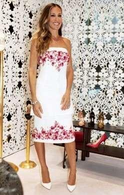 Sarah Jessica Parker sceglie Chanel per visitare il nuovo store di Manolo Blahnik a Mosca