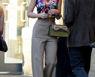 Anche la Valentino Aphrodite mini bag sul set di Gossip Girl 5